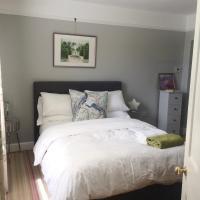 Luxurious Double bedroom, en-suite, cozy lounge