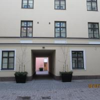 Apartments Hotel Rivoli Jardin </h2 <div class=sr-card__item sr-card__item--badges <span class=bui-badge bui-badge--destructive Loppuunmyyty </span </div <div class=sr-card__item sr-card__item--red   <svg class=bk-icon -iconset-warning sr_svg__card_icon fill=#E21111 height=12 width=12<use xlink:href=#icon-iconset-warning</use</svg <div class= sr-card__item__content   Olet myöhässä! Tässä majoituspaikassa ei ole enää vapaita huoneita. </div </div <div class=sr-card__item    <svg class=bk-icon -iconset-clock sr_svg__card_icon height=12 width=12<use xlink:href=#icon-iconset-clock</use</svg <div class= sr-card__item__content   Varattu viimeksi valitsemillesi päiville 22 tuntia sitten </div </div </div </div </a <div data-expanded-content class=u-padding:8 u-text-align:center js-sr-card-footer g-hidden <div class=c-alert c-alert--deconstructive u-font-size:12 u-margin:0 js-soldout-alert<div class=u-font-weight:bold u-margin-bottom:4 Meillä ei ole valitseminasi päivinä saatavuutta majoituspaikassa Apartments Hotel Rivoli Jardin. </div <button type=button class=c-chip u-margin:0 u-margin-top:10 u-width:100% card-not-available__button card-not-available__button_next js-next-available-dates-button <span class=c-chip__title Näytä seuraavat saatavilla olevat päivät </span </button <button type=button class=c-chip u-margin:0 u-margin-top:10 u-width:100% card-not-available__button u-color:grey card-not-available__button_loading <span class=c-chip__title Ladataan… </span </button </div<a href=/hotel/fi/apartments-next-rivoli-jardin.fi.html?label=gen173nr-1FCAQoggJCCmRpc3RyaWN0X1hIDFgEaOQBiAEBmAEMuAEYyAEF2AEB6AEB-AEDiAIBqAIEuALc9o_nBcACAQ&sid=62764266734f8b2e4541c31cb018c2d5&checkin=2019-05-31&checkout=2019-06-01&dest_type=district&hapos=1&hpos=1&nflt=pri%3D&soh=1&sr_order=price&srepoch=1558444892&srpvid=8f6d5dee1c5903c5&ucfs=1&bhgwe_bhr=0;soh=1 class=card-not-available__link u-display:block u-text-decoration:none  target=_blank  Katso majoituspaikkaa siitä huolimatta</a</div </li