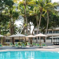 Radisson Blu Mammy Yoko Hotel </h2 </a <div class=sr-card__item sr-card__item--badges <div class= sr-card__badge sr-card__badge--class u-margin:0  data-ga-track=click data-ga-category=SR Card Click data-ga-action=Hotel rating data-ga-label=book_window:  day(s)  <i class= bk-icon-wrapper bk-icon-stars star_track  title=4 stjörnur  <svg aria-hidden=true class=bk-icon -sprite-ratings_stars_4 focusable=false height=10 width=43<use xlink:href=#icon-sprite-ratings_stars_4</use</svg                     <span class=invisible_spoken4 stjörnur</span </i </div   <div class=sr-card__item__review-score style=padding: 8px 0  <div class=bui-review-score c-score bui-review-score--inline bui-review-score--smaller <div class=bui-review-score__badge aria-label=Fær einkunnina 7,6 7,6 </div <div class=bui-review-score__content <div class=bui-review-score__title Gott </div </div </div   </div </div <div class=sr-card__item   data-ga-track=click data-ga-category=SR Card Click data-ga-action=Hotel location data-ga-label=book_window:  day(s)  <svg aria-hidden=true class=bk-icon -iconset-geo_pin sr_svg__card_icon focusable=false height=12 role=presentation width=12<use xlink:href=#icon-iconset-geo_pin</use</svg <div class= sr-card__item__content   Freetown • <span 2,9 km </span  frá miðbænum </div </div </div </div </div </li <div data-et-view=cJaQWPWNEQEDSVWe:1</div <li id=hotel_4954645 data-is-in-favourites=0 data-hotel-id='4954645' class=sr-card sr-card--arrow bui-card bui-u-bleed@small js-sr-card m_sr_info_icons card-halved card-halved--active   <div data-href=/hotel/sl/ishmajoso-lodge.is.html onclick=window.open(this.getAttribute('data-href')); target=_blank class=sr-card__row bui-card__content data-et-click= customGoal:NAREFEKAKcJSVCZPKVEFDBOcPNSBOcaGPaVBBVYYT:1 data-et-view=NAREFEKAKcJSVCZPKVEFDBOcPNSBOcaGPaVBBVYYT:2  <div class=sr-card__image js-sr_simple_card_hotel_image has-debolded-deal js-lazy-image sr-card__image--lazy data-src=https://q-cf.bstatic.com/xdata/images/hotel/square2