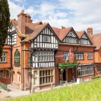 The Crown Manor House Hotel </h2 </a <div class=sr-card__item sr-card__item--badges <div class= sr-card__badge sr-card__badge--class u-margin:0  data-ga-track=click data-ga-category=SR Card Click data-ga-action=Hotel rating data-ga-label=book_window:  day(s)  <i class= bk-icon-wrapper bk-icon-stars star_track  title=4 sterren  <svg aria-hidden=true class=bk-icon -sprite-ratings_stars_4 focusable=false height=10 width=43<use xlink:href=#icon-sprite-ratings_stars_4</use</svg                     <span class=invisible_spoken4 sterren</span </i </div   <div style=padding: 2px 0  <div class=bui-review-score c-score bui-review-score--smaller <div class=bui-review-score__badge aria-label=Score 8,9 8,9 </div <div class=bui-review-score__content <div class=bui-review-score__title Heerlijk </div </div </div   </div </div <div class=sr-card__item   data-ga-track=click data-ga-category=SR Card Click data-ga-action=Hotel location data-ga-label=book_window:  day(s)  <svg alt=Locatie accommodatie class=bk-icon -iconset-geo_pin sr_svg__card_icon height=12 width=12<use xlink:href=#icon-iconset-geo_pin</use</svg <div class= sr-card__item__content   Lyndhurst • <span 150 m </span  van het centrum </div </div </div </div </div </li <div data-et-view=cJaQWPWNEQEDSVWe:1</div <li id=hotel_1793557 data-is-in-favourites=0 data-hotel-id='1793557' class=sr-card sr-card--arrow bui-card bui-u-bleed@small js-sr-card m_sr_info_icons card-halved card-halved--active   <div data-href=/hotel/gb/the-trusty-servant.nl.html onclick=window.open(this.getAttribute('data-href')); target=_blank class=sr-card__row bui-card__content data-et-click=  <div class=sr-card__image js-sr_simple_card_hotel_image has-debolded-deal js-lazy-image sr-card__image--lazy data-src=https://q-cf.bstatic.com/xdata/images/hotel/square200/69723452.jpg?k=a5eb78fffa5d46853eaad0092806f620d03eb406cc6e08052bd45b6c1316dd62&o=&s=1,https://r-cf.bstatic.com/xdata/images/hotel/max1024x768/69723452.jpg?k=54187d6d4eb12c2a392827f292b235a38236ed2