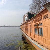 Peace of Mind Group of Houseboats