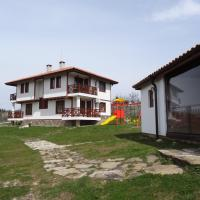 Guest House Ivanini Houses