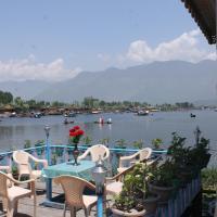 Young Beauty Star Houseboat, hotel in Srinagar