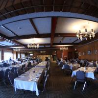 Wabush Hotel </h2 </a <div class=sr-card__item sr-card__item--badges <div class= sr-card__badge sr-card__badge--class u-margin:0  data-ga-track=click data-ga-category=SR Card Click data-ga-action=Hotel rating data-ga-label=book_window:  day(s)  <i class= bk-icon-wrapper bk-icon-stars star_track  title=3 estrelles data-et-mouseenter=customGoal:NAFQOeaLQHbFSWMHSUWe:2  <svg aria-hidden=true class=bk-icon -sprite-ratings_stars_3 focusable=false height=10 width=32<use xlink:href=#icon-sprite-ratings_stars_3</use</svg<span class=invisible_spoken3 estrelles</span </i </div   <div style=padding: 2px 0  <div class=bui-review-score c-score bui-review-score--smaller <div class=bui-review-score__badge aria-label=Li han posat un 6,2 6,2 </div <div class=bui-review-score__content <div class=bui-review-score__title Agradable </div </div </div   </div </div <div class=sr-card__item   data-ga-track=click data-ga-category=SR Card Click data-ga-action=Hotel location data-ga-label=book_window:  day(s)  <svg aria-hidden=true class=bk-icon -iconset-geo_pin sr_svg__card_icon focusable=false height=12 role=presentation width=12<use xlink:href=#icon-iconset-geo_pin</use</svg <div class= sr-card__item__content   Wabush • A  <span 1,3 km </span  del centre </div </div </div </div </div </li </ol </div <div data-block=pagination </div </div<div class=u-clearfix</div <div data-block=refine_search </div <div data-block=fuzzy_carousel </div <div id=acid_bottom</div <script if( window.performance && performance.measure && 'b-fold') { performance.measure('b-fold'); } </script  <script (function () { if (typeof EventTarget !== 'undefined') { if (typeof EventTarget.prototype.dispatchEvent === 'undefined' && typeof EventTarget.prototype.fireEvent === 'function') { EventTarget.prototype.dispatchEvent = EventTarget.prototype.fireEvent; } } if (typeof window.CustomEvent !== 'function') { // Mobile IE has CustomEvent implemented as Object, this fixes it. var CustomEvent = function(event, params) { // don'