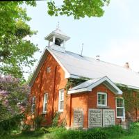 Picturesque School House Retreat