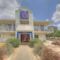 Motel 6 San Antonio, TX - Fiesta