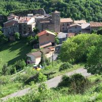 La Fusteria del Casat </h2 </a <div class=sr-card__item sr-card__item--badges <div class= sr-card__badge sr-card__badge--class u-margin:0  data-ga-track=click data-ga-category=SR Card Click data-ga-action=Hotel rating data-ga-label=book_window:  day(s)  <span class=bh-quality-bars bh-quality-bars--small   <svg class=bk-icon -iconset-square_rating fill=#FEBB02 height=12 width=12<use xlink:href=#icon-iconset-square_rating</use</svg<svg class=bk-icon -iconset-square_rating fill=#FEBB02 height=12 width=12<use xlink:href=#icon-iconset-square_rating</use</svg </span </div   <div style=padding: 2px 0  <div class=bui-review-score c-score bui-review-score--smaller <div class=bui-review-score__badge aria-label=Puntuación: 9,3  9,3 </div <div class=bui-review-score__content <div class=bui-review-score__title Fantástico </div </div </div   </div </div <div class=sr-card__item   data-ga-track=click data-ga-category=SR Card Click data-ga-action=Hotel location data-ga-label=book_window:  day(s)  <svg alt=Ubicación del alojamiento class=bk-icon -iconset-geo_pin sr_svg__card_icon height=12 width=12<use xlink:href=#icon-iconset-geo_pin</use</svg <div class= sr-card__item__content   Sarroca de Bellera • A  <span 100 m </span  del centro </div </div </div </div </div </li <li class=bui-card bui-u-bleed@small bh-quality-sr-explanation-card <div class=bh-quality-sr-explanation <span class=bh-quality-bars bh-quality-bars--small   <svg class=bk-icon -iconset-square_rating fill=#FEBB02 height=12 width=12<use xlink:href=#icon-iconset-square_rating</use</svg<svg class=bk-icon -iconset-square_rating fill=#FEBB02 height=12 width=12<use xlink:href=#icon-iconset-square_rating</use</svg </span La nueva manera de Booking.com de valorar alojamientos como casas y apartamentos. <button type=button class=bui-link bui-link--primary aria-label=Open Modal data-modal-id=bh_quality_learn_more data-bui-component=Modal <span class=bui-button__textMás info</span </button </div <template id=bh_quality_learn_mor