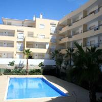 C02 - Luxury 3 Bed with Pool View