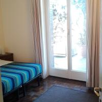Mita Rooms & Apartment