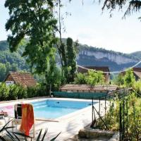 Cozy Holiday Home in Tour-de-Faure with Swimming Pool