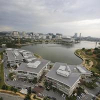 Tamara Putrajaya (Promenade Suite, 3 AC Bedrooms, 2 Baths, WiFi, Lake & City View) by MRK