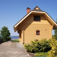 Holiday house with a sauna by the lake