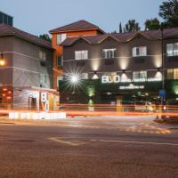 BLVD Hotel & Suites - Walking Distance to Hollywood Walk of Fame