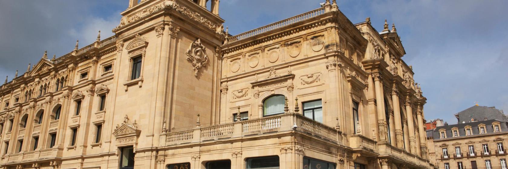 Los 10 mejores hoteles cerca de Teatro Victoria Eugenia en ...