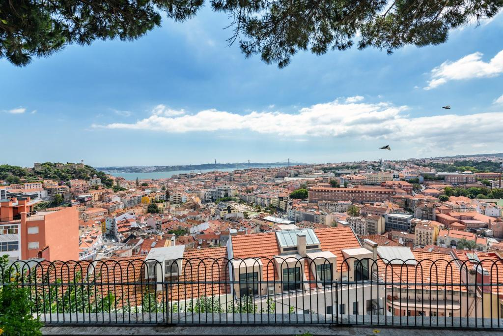 Traveling To Lisbon Graca Apartments