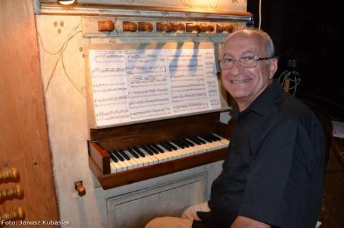 Silvio at the pipe-organ