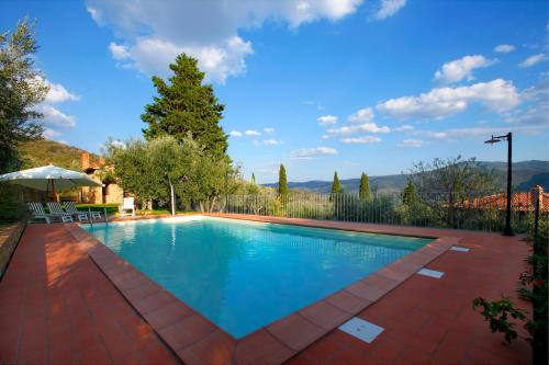 Beautiful swimming pool with stunning view on the entire Valley