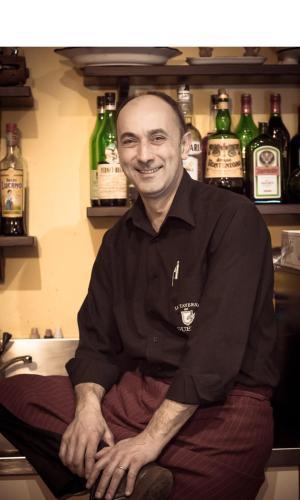 Maurizio Pergolini, Titolare della Taverna dei Guelfi