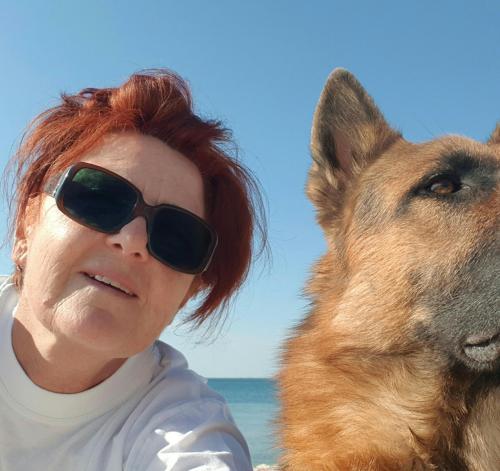 Vlasnica apartmana Biserka Matacin sa svojim psom Cezar-om