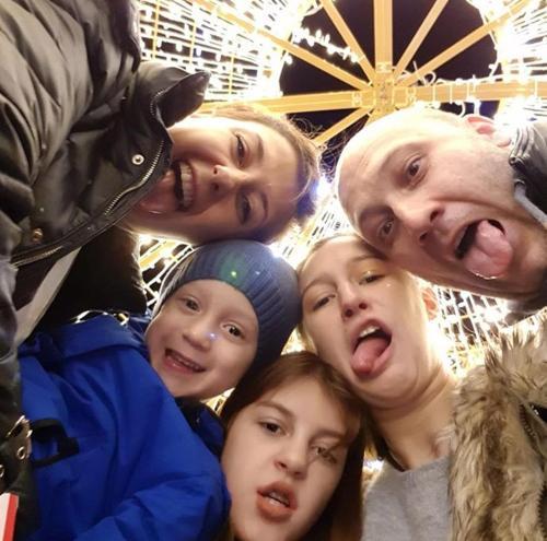 Antonija & Jasmin with kids